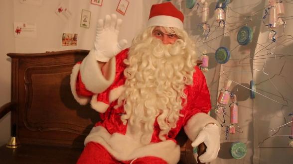 Le local du Père Noël... avec certains de vos petits mots doux accrochés sur son mur...