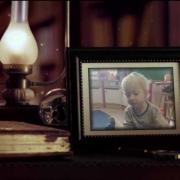 Il a même sa photo sur son bureau des enfants sages... ;-)